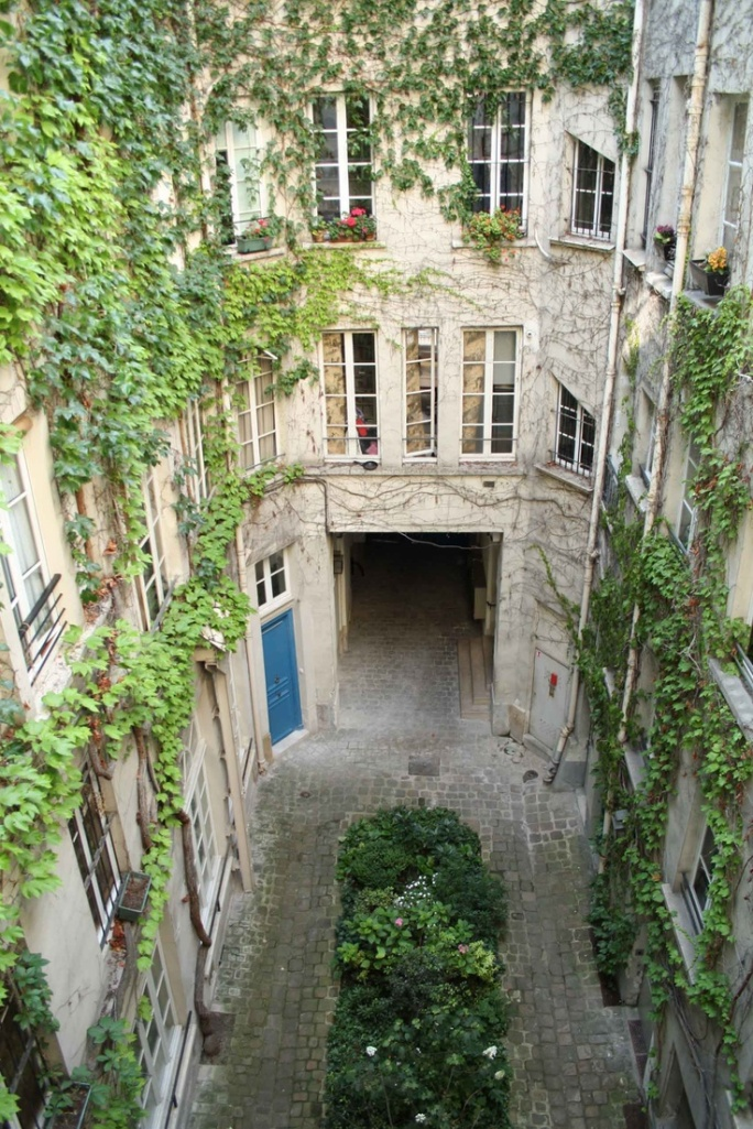 Courtyard gardens of Paris